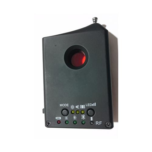 دستگاه دوربین یاب و فرکانس یاب مدل Cc307 یک وسیله عالی برای حفاظت از حریم شخصی میباشد که با کمک آن میتوان فرکانس و لنز دوربین های مزاحم و مخفی در محیط محل کار یا منزل را پیدا کرد. دستگاه فرکانس یاب دارای باتری قابل شارژ میباشد که تا 5 ساعت به صورت مداوم کار میکند. فروشگاهع اینترنتی دوبال